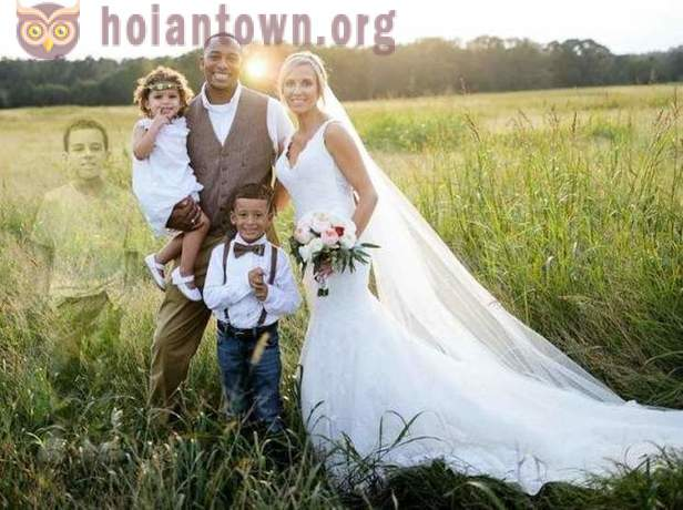 Mom asked the photographer to add her late 8-year-old son in his wedding picture