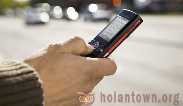 Why pedestrians in the United States prohibit send SMS on the go?
