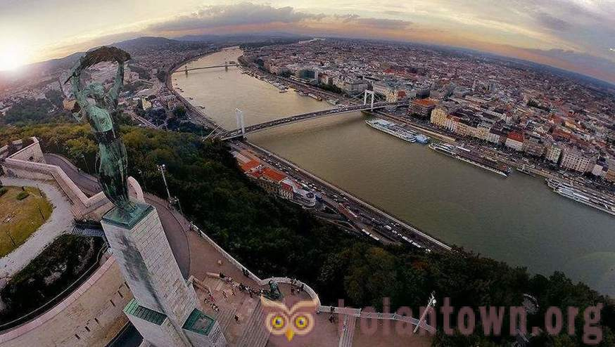 To risk their lives for the sake of pictures: 25 great pictures of Budapest from a height