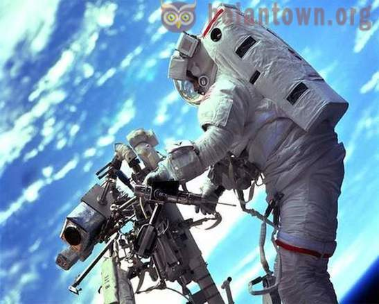 10 main dangers in outer space