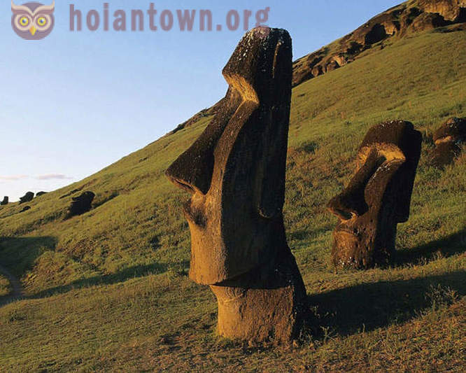 Giant statues of Easter Island
