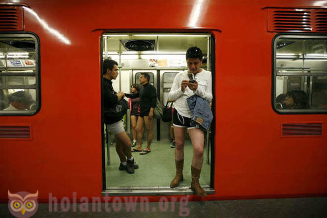 In the subway without pants 2012